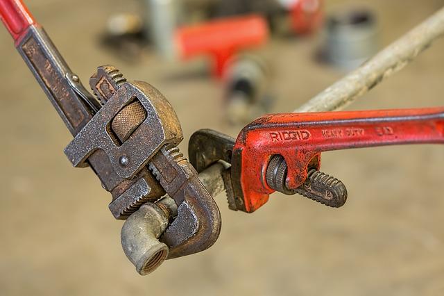 מפתח צינורות מקצועי