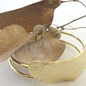 צמיד קפיץ פרי מכנף נאה יציקת זהב רחל אלתר 600 × 600