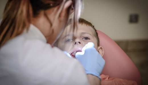 רופאת שיניים לילדים