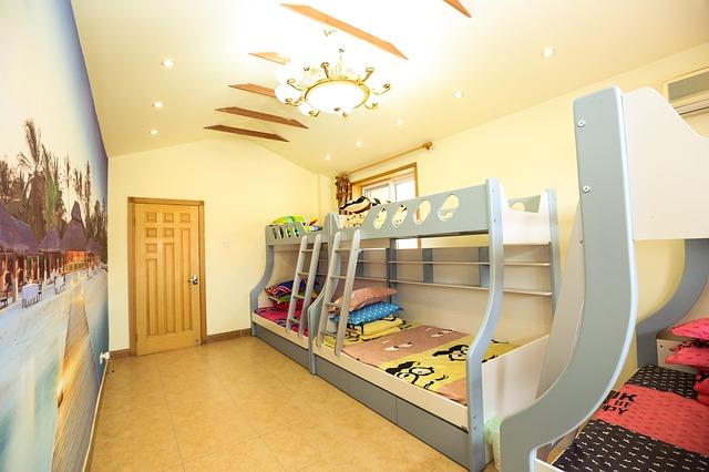 מיטות קומותיים יתרונות וחסרונות